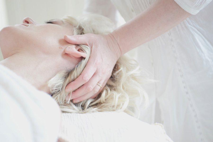 Делать массаж головы