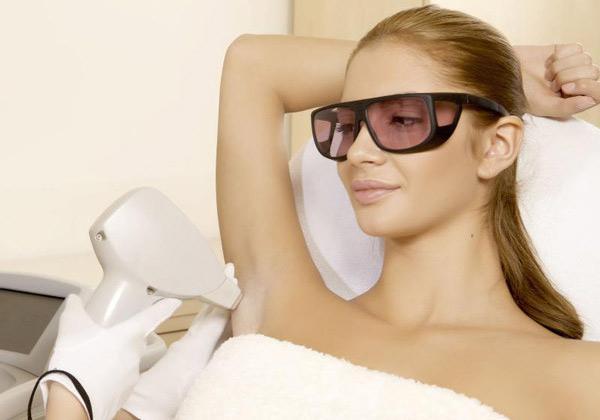Лазерная эпиляция подмышек - особенности процедуры