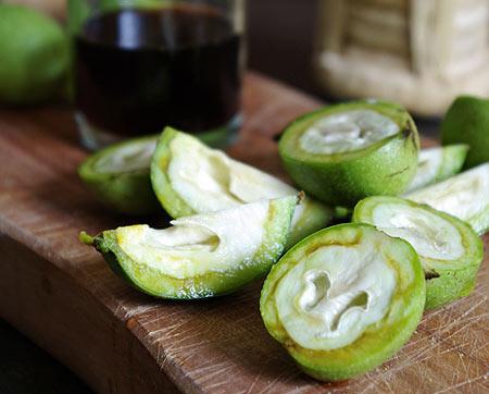 Сок зеленого грецкого ореха для удаления волос