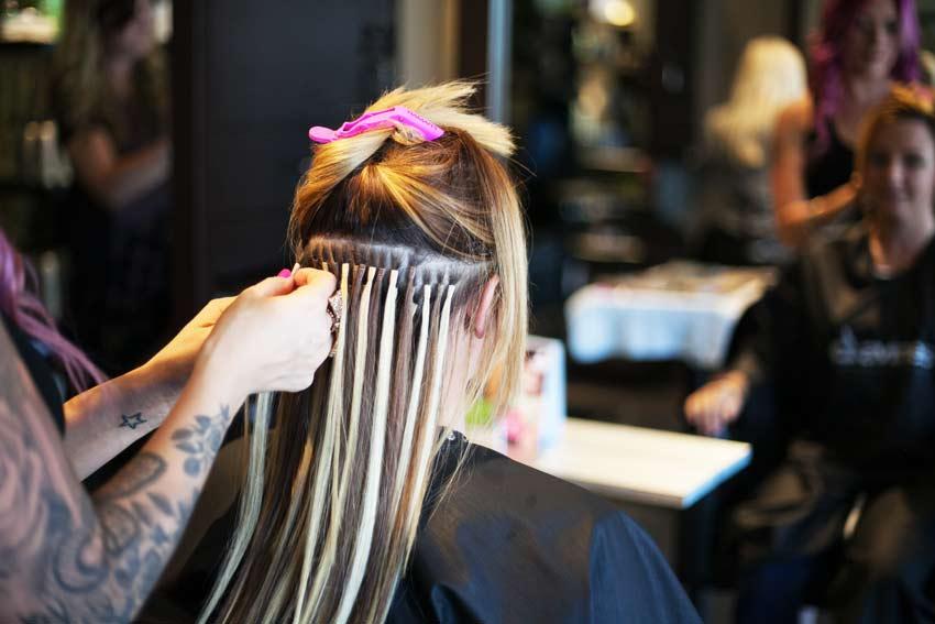 Как осуществляется капсульное наращивание волос?