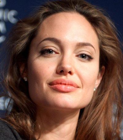 щеками Анджелины Джоли
