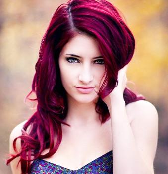 Темно-малиновый цвет волос