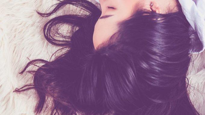 Что делать если выпадают волосы на голове у девочек